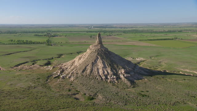 WS AERIAL TS View of Approaching Chimney Rock / Nebraska, United States