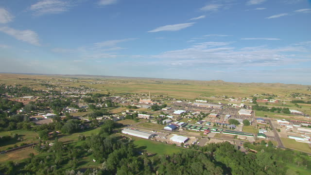 ws aerial view of approaching town / sheridan, wyoming, united states - wyoming stock videos & royalty-free footage