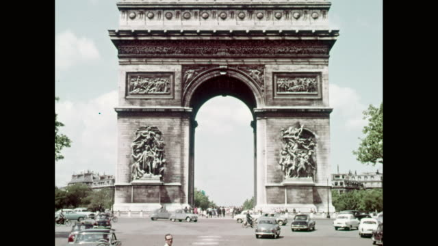 WS PON View of Arc de Triomphe / Paris, France