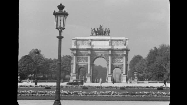 ws view of arch dutriomph and park  /  paris, france - xix secolo video stock e b–roll