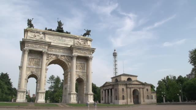 vídeos y material grabado en eventos de stock de view of arco della pace (arch of peace) - arco característica arquitectónica