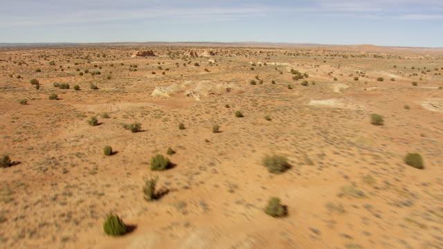 ws aerial view of arizona desert / arizona, united states - arizona stock-videos und b-roll-filmmaterial