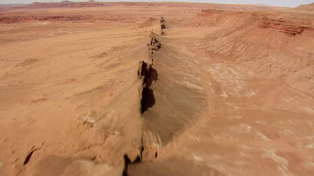 ws aerial view of arizona desert heading towards grand canyon / arizona, united states - arizona stock-videos und b-roll-filmmaterial