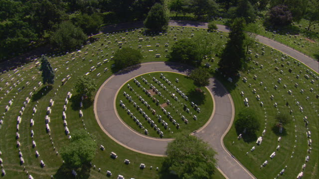 ws aerial zi view of arlington cemetery / washington, dist. of columbia, united states - arlington national cemetery stock videos and b-roll footage