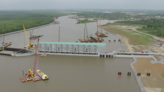ws aerial view of army corps pump station with construction cranes / louisiana, united states - wasserpumpanlage stock-videos und b-roll-filmmaterial
