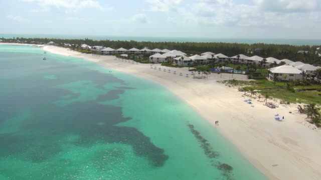 vidéos et rushes de ws aerial view of around bahamas / abaco, united states - bahamas