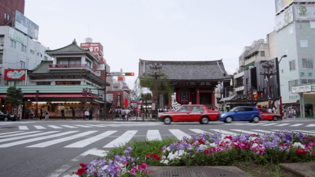 WS T/L View of Asakusa Kaminarimon gate at Sensouji temple / Tokyo, Japan