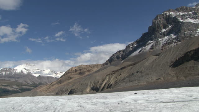 ws pan tu view of athabasca glacier / jasper, alberta, canada  - komplett stock-videos und b-roll-filmmaterial