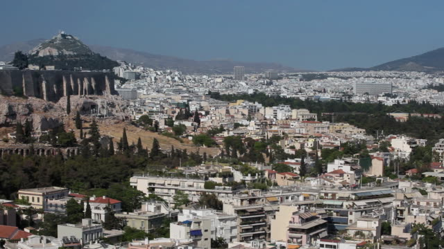 ws ha pan view of athens with acropolis and mount lycabettus / greece - parthenon athens stock videos & royalty-free footage