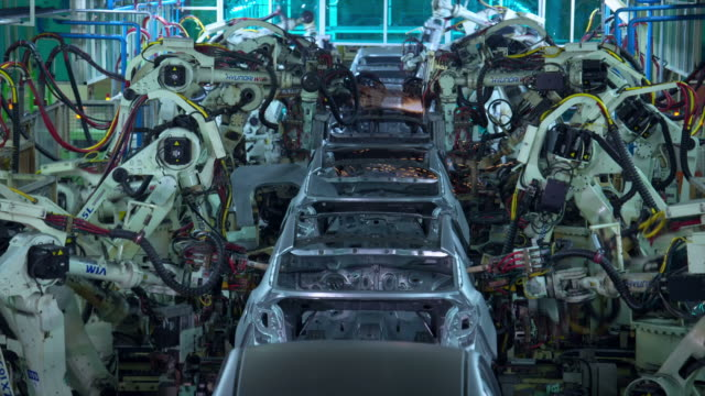 stockvideo's en b-roll-footage met view of automated production line in car factory - autofabriek