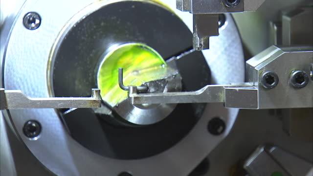 vídeos y material grabado en eventos de stock de view of automatic manufacturing machine at exhibition - manufacturing machinery