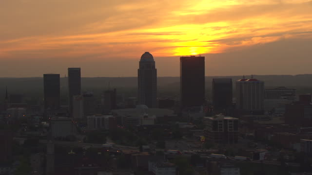 ws aerial view of backlit skyline / louisville, kentucky, united states - kentucky stock videos & royalty-free footage