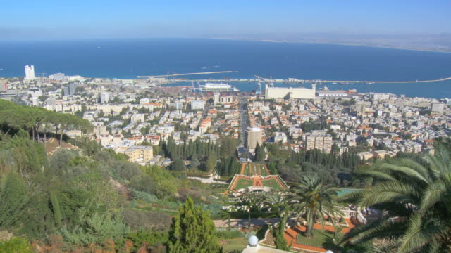 ws pan view of bahai terraces and shrine of bab on mount carmel  / haifa,  carmel, isarel - haifa video stock e b–roll