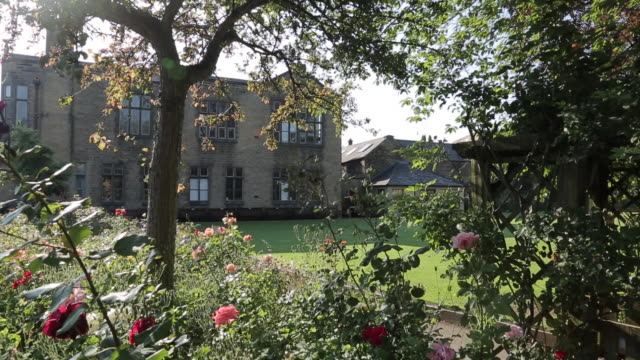 stockvideo's en b-roll-footage met view of bakewell, peak district national park, derbyshire, england, uk, europe - formele tuin