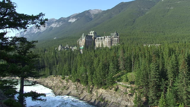 WS View of Banff Springs Hotel surrounded by tree near Bow River / Banff Nationalpark, Alberta, Canada