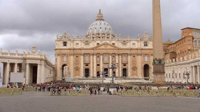 WS View of Basilica and Piazza S.Pietro, Vatican city with cloudy sky / Rome, Latium, Italy