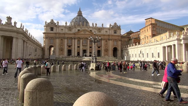 WS View of Basilica and Piazza S.Pietro, Vatican city with crowd of people / Rome, Latium, Italy