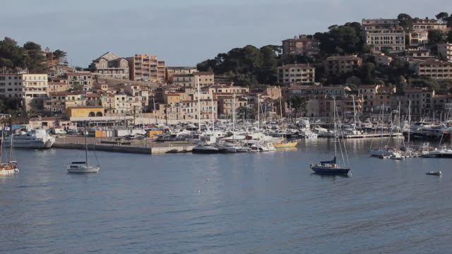 ws view of bay with docked and anchored boats / port de soller, mallorca, baleares, spain - anchored stock videos & royalty-free footage