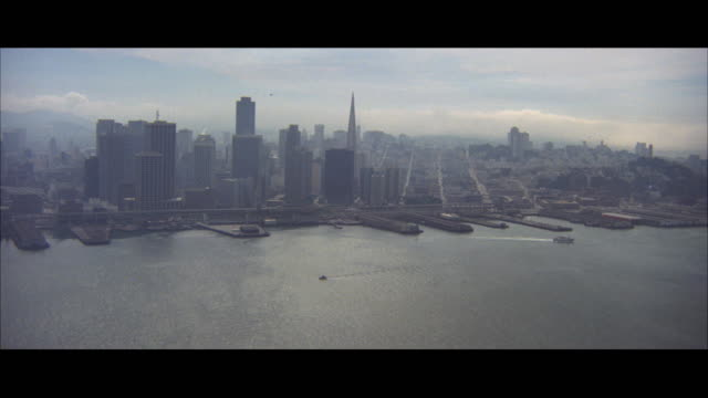 ws pov view of bay with san francisco skyline / san francisco, california, usa - san francisco california stock videos & royalty-free footage