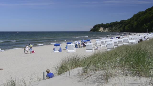 ws view of beach chairs at sandy beach at sea bath gohren / gohren, rugen/mecklenburg, germany   - ostsee stock-videos und b-roll-filmmaterial