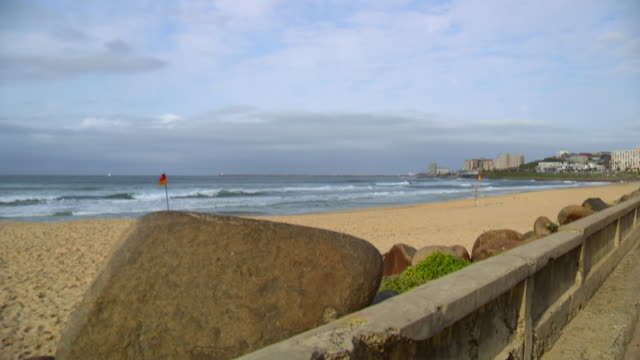 ws view of beach front / east london, eastern cape, south africa - strand south africa stock videos & royalty-free footage