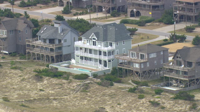 ws aerial view of beach houses in avon / north carolina, united states - carolina beach stock videos & royalty-free footage