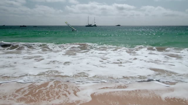 vídeos y material grabado en eventos de stock de ws view of beach near santa maria / santa maria, sal, cape verde - cabo verde