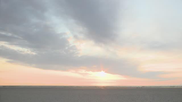 ws view of  beach / st. peter-ording, schleswig holstein, germany  - deutsche nordseeregion stock-videos und b-roll-filmmaterial