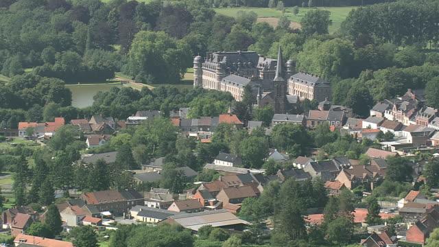 stockvideo's en b-roll-footage met ws aerial zi zo pan view of beloeil castle in village / walloon region, belgium - kasteel