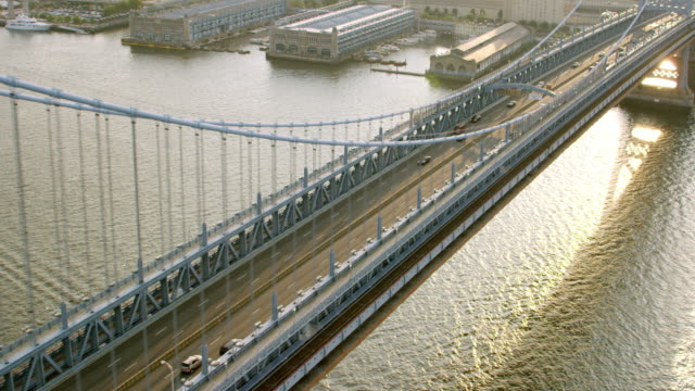 ms aerial view of benjamin franklin bridge with passing vehicles / philadelphia - benjamin franklin stock videos and b-roll footage