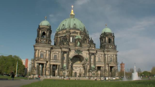 WS View of Berliner Dom in Lustgarten / Berlin, Germany