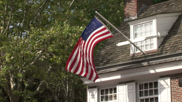 view of betsy ross house in philadelphia united states - betsy ross house video stock e b–roll