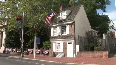 view of betsy ross house in philadelphia united states - philadelphia pennsylvania stock videos & royalty-free footage