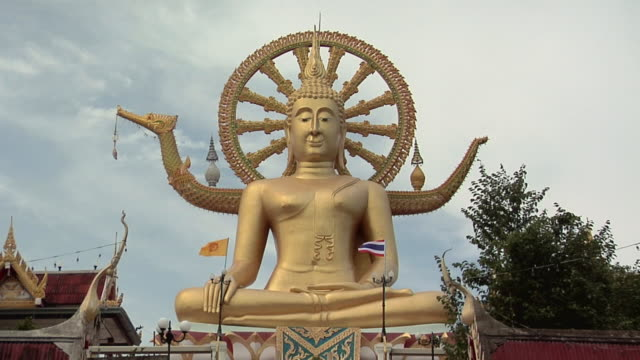 MS TD View of big Buddha at Wat Phra Yai / Koh Samui, Thailand