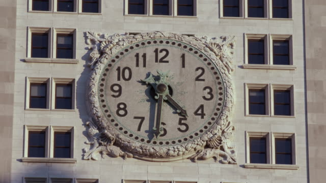 ms t/l view of big clock on building / new york, new york,united states - turmuhr stock-videos und b-roll-filmmaterial