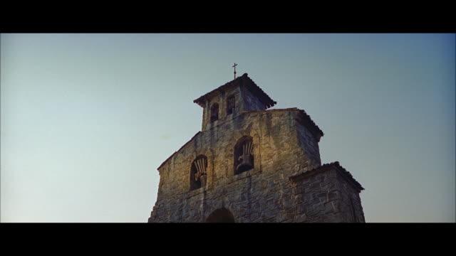 stockvideo's en b-roll-footage met ms view of big old church - breedbeeldformaat