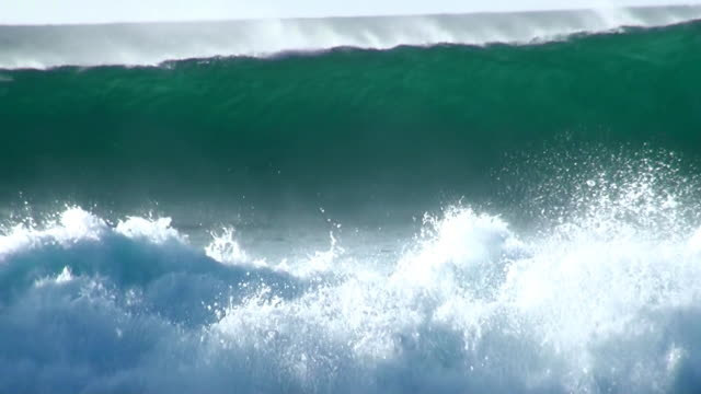 vídeos y material grabado en eventos de stock de ms view of big waves at beach near santa maria / santa maria, sal, cape verde - grande