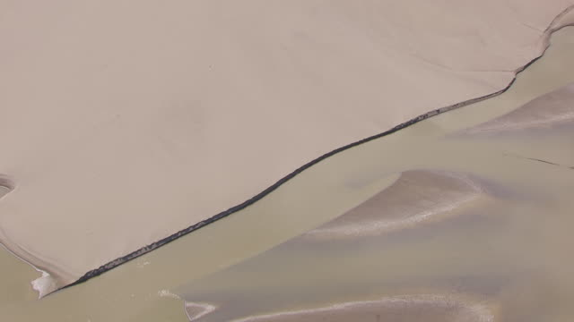 WS AERIAL View of Birds Eye View over sandbars at confluence of Missouri River Yellowstone River / North Dakota, United States