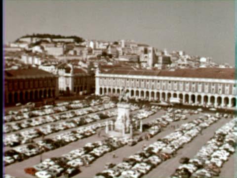 ws view of black horse square, lisbon, portugal / audio - ペディメント点の映像素材/bロール