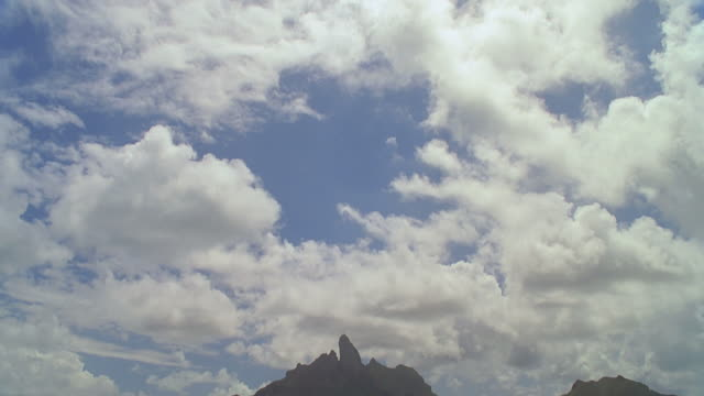 ws td view of blue sea with hill in background / bora bora, tahiti  - hill点の映像素材/bロール