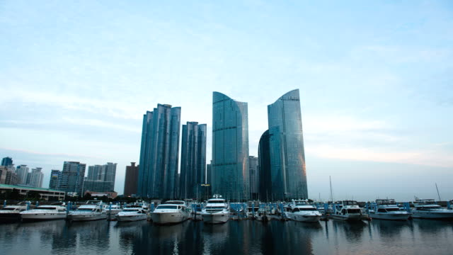 stockvideo's en b-roll-footage met ws t/l la view of boat anchored at pier near haeundae / busan, gyeongsangnam-do, south korea - voor anker gaan