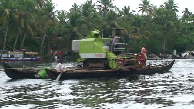 ms pan view of boat in backwaters of kerala / kerala, india - uppdämt vatten bildbanksvideor och videomaterial från bakom kulisserna