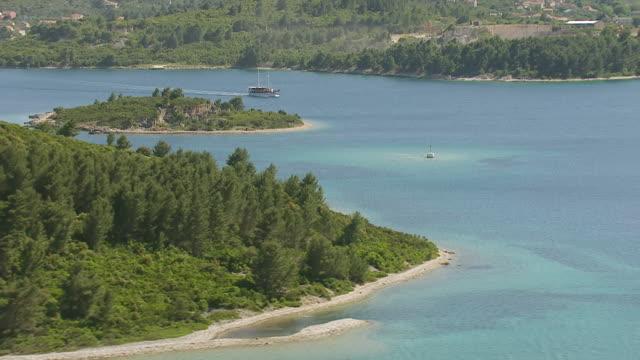 ws aerial view of boat moving ahead in adriatic sea / korcula, dubrovnik neretva county, croatia - adriatic sea stock videos & royalty-free footage