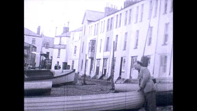 view of boats and the ship inn on the back beach teignmouth archival 1952 - seaweed stock videos & royalty-free footage