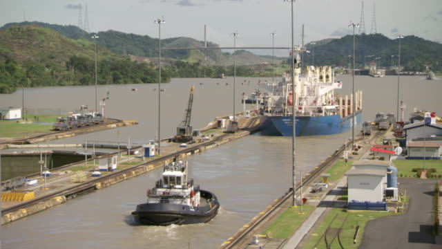 ws view of boats move through the miraflores locks at panama canal / panama - panama canal stock videos & royalty-free footage
