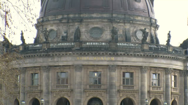 stockvideo's en b-roll-footage met  ws zo view of bode museum museumsinsel / berlin, germany - westers schrift