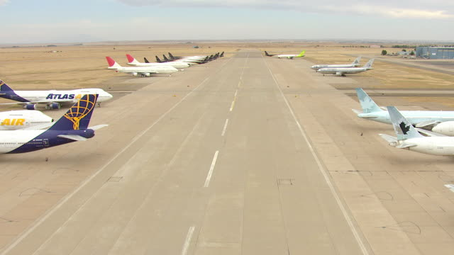 ws aerial view of bone yard of parked commercial jet airliners / roswell, new mexico, united states - roswell stock videos & royalty-free footage