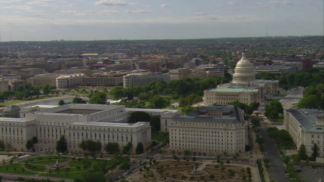 ws aerial ds view of botanic garden and capitol building with washington monument / washington, dist. of columbia, united states - botanical garden stock videos & royalty-free footage