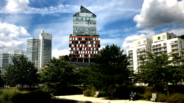 vidéos et rushes de view of brand new trapeze district in french town boulogne billancourt - neuf