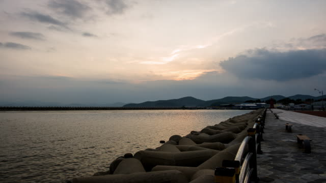 ws t/l view of breakwaters and lighthouse in the port of goseong from sunset until night / goseong, gangwondo, south korea  - 突堤点の映像素材/bロール